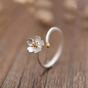 Jewelry - 925 sterling silver daisy flower ring
